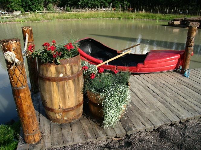 boat flowers